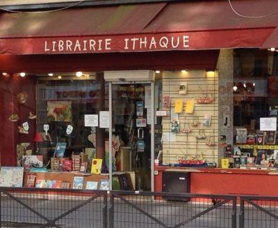 Façade rouge de la LIbrairie Ithaque à Paris, rue d'Alésia
